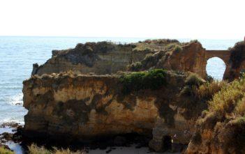 Steilküste in Portugals Algarve