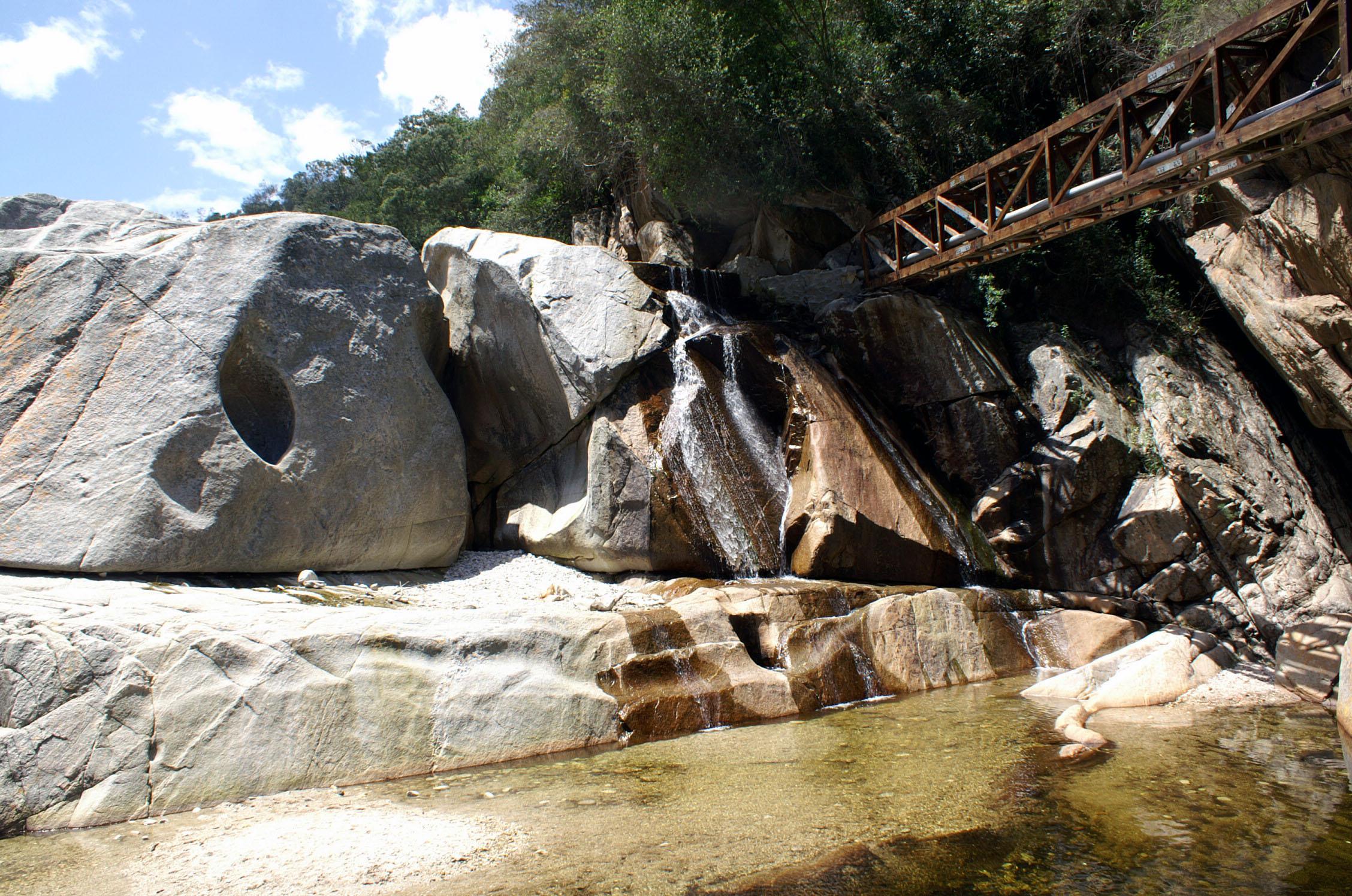 Wasserfall im Half Collar Kingfisher Trail