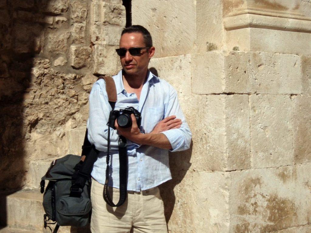 Walter Schärer als Fotograf in Cisternino, Apulien, Italien