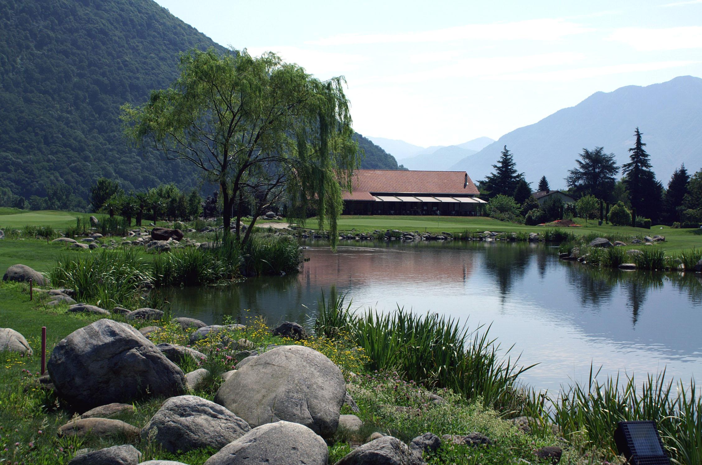 See und Clubhaus im Golfplatz Gerre, Losone