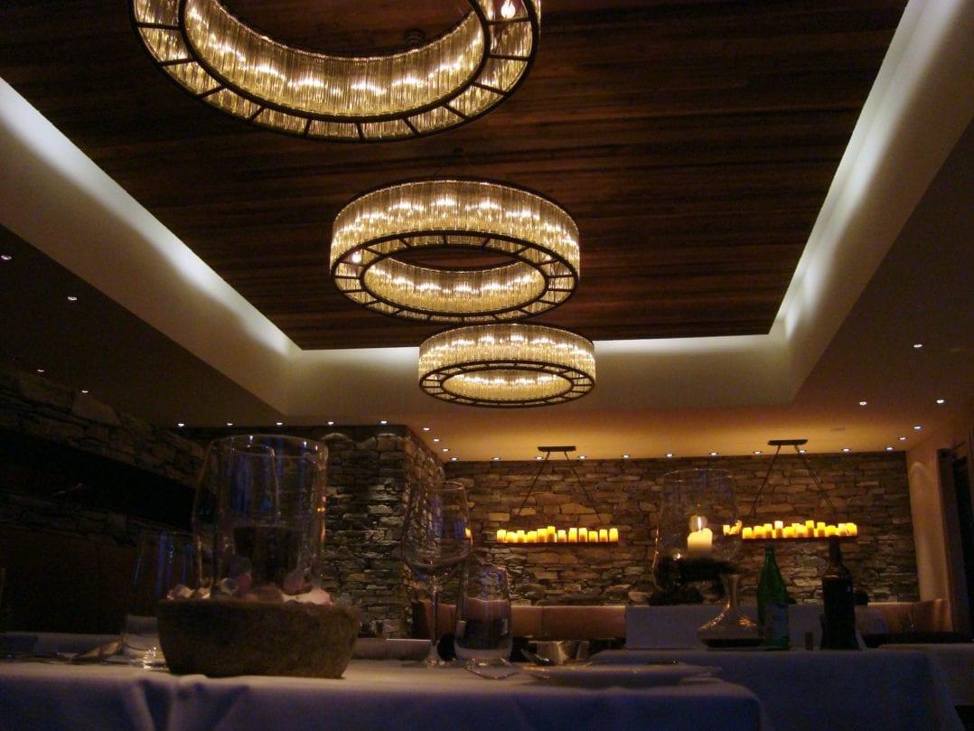 Atmosphärische Beleuchtung im Hotel Restaurant gemäss Konzept der Innenarchitektin Nicole Gottschall