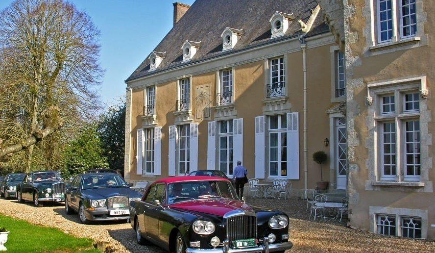 Rolls Royce vor dem Château Barre Hotel Vanssay, Loire, Frankreich