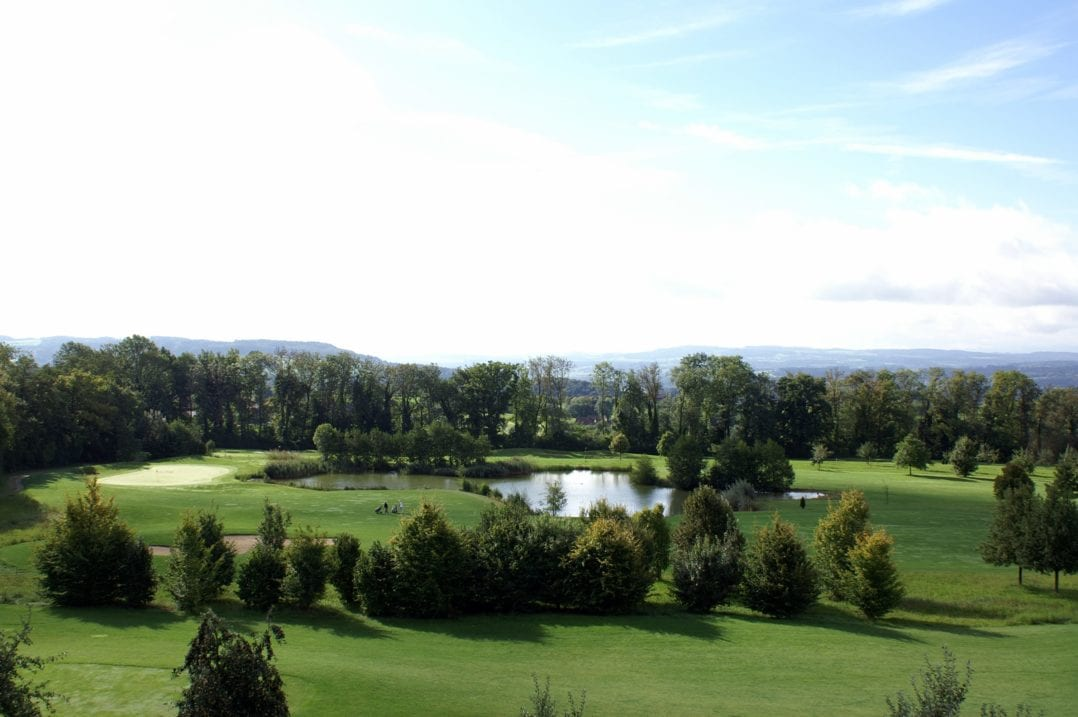 Aussicht von der Golfpanorama Hotel Junior Suite über den Golfplatz Lipperswil