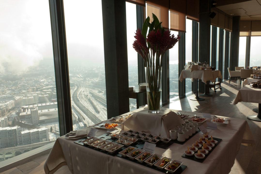 Brunch-Buffet im Clouds Restaurant und Aussicht auf Zürich