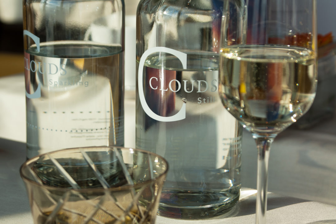 Brunch mit Prosecco und Clouds-Wasser im gleichnamigen Restaurant Clouds im Prime Tower