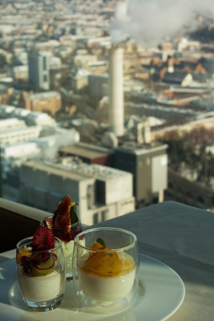 Sonntagsbrunch Dessert im Clouds Restaurant mit Aussicht auf Zürich