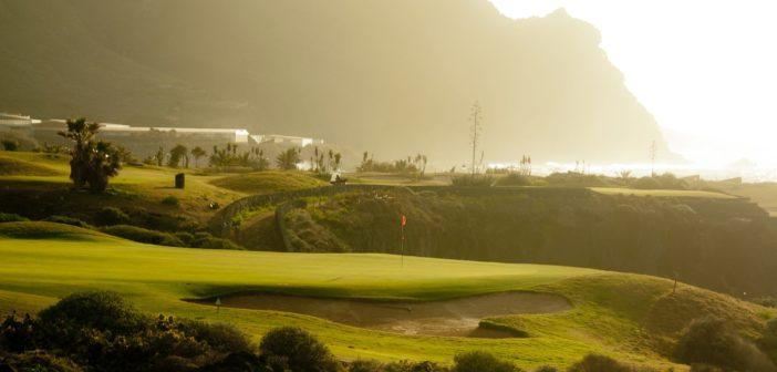 Buenavista Golf: Green und Bunker im abendlichen Streiflicht