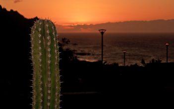 Sonnenuntergang auf der Strasse zum Burgados Restaurant an der Küste