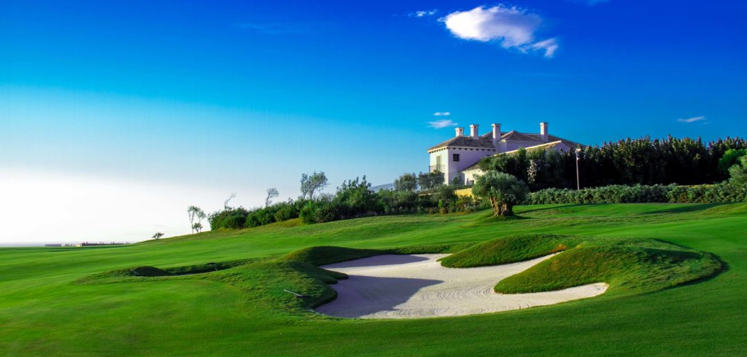 Fairway-Bunker des Golfplatzes der Finca Cortesin