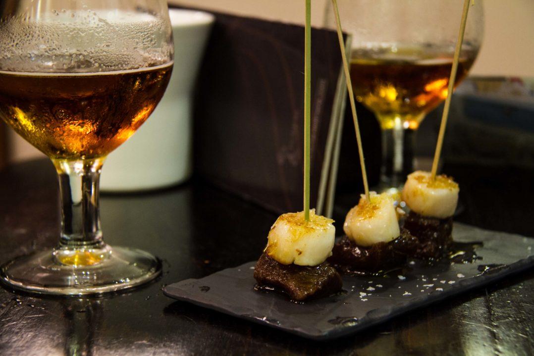 "Tuna-, Jakobsmuschel-Tapas und Alhambra-Bier im Restaurant ""La Rambla"" in Almeria"