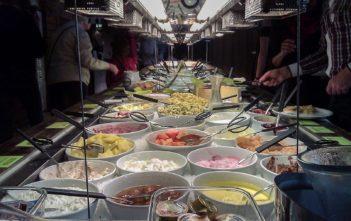 Vegetarisches Brunch-Buffet im Restaurant Hiltl in Zürich