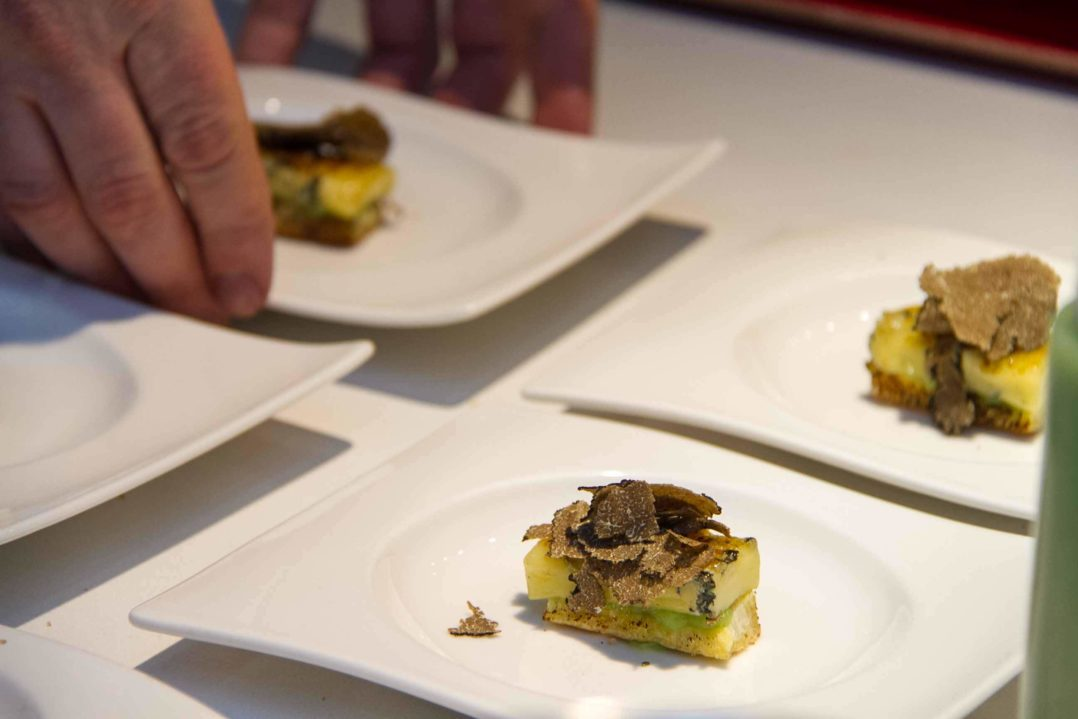 Lenkerhof Dessert: Lenker Bleu mit Apfel, Brioche und Trüffel