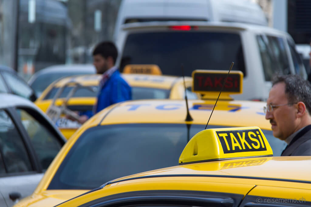 Taxis im Stau in Istanbul