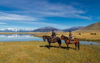 Walter Schärer und Katja Birrer bei einem Ausritt in Eolo, Patagonien