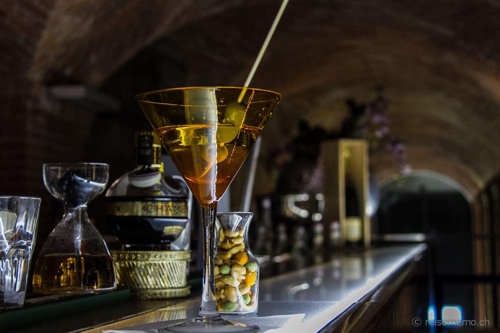 Martini-Cocktails-Caves-Bar-Moevenpick-Hotel-Hamburg