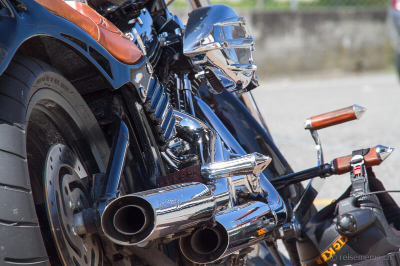 Spezial Auspuffanlage der Custom Harley-Davidson Softtail