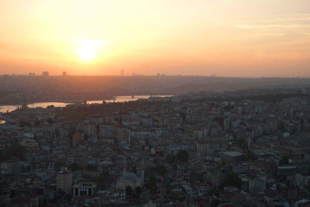Absolut sehenswert: Der Sonnenuntergang über Istanbul