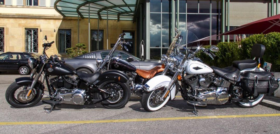 Harley Davidson Motorräder vor dem Hotel Beau Rivage in Neuenburg