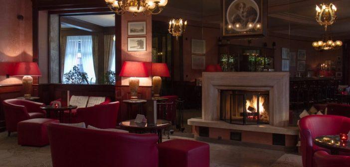 Kamin im Hotel Les Sources des Alpes