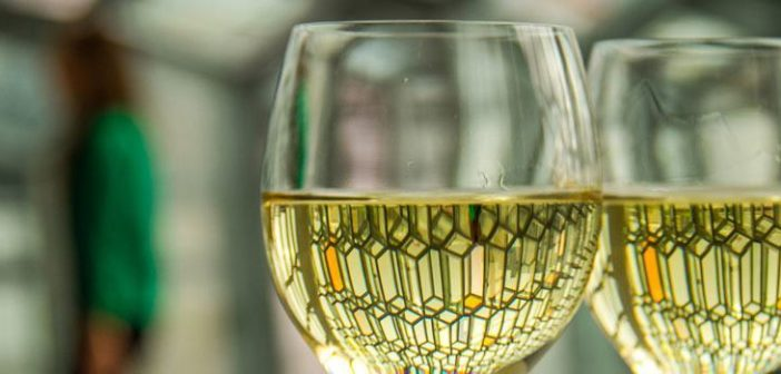 Harpa Reykjavik spiegelt sich im Glas