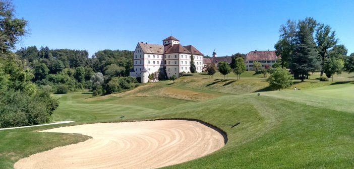Sandbunker bei Loch 18 des Golfplatzes Schloss Langenstein