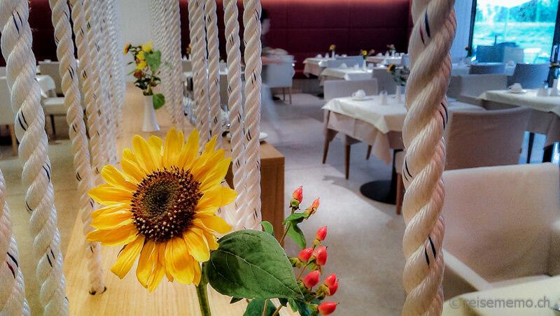Restaurant Rubin mit Sonnenblume