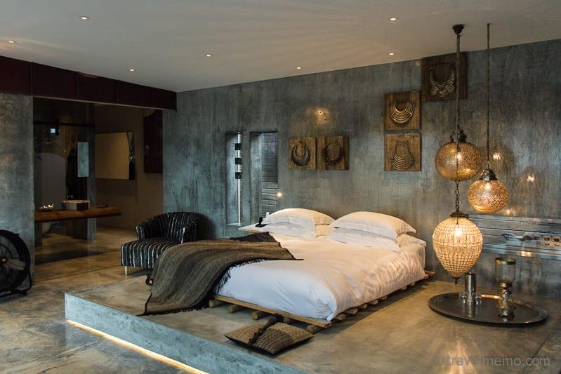 Areias Do Seixo Boutique Hotel: Mi Ma Bà´ Hotelzimmer mit Bett und Dekorationen
