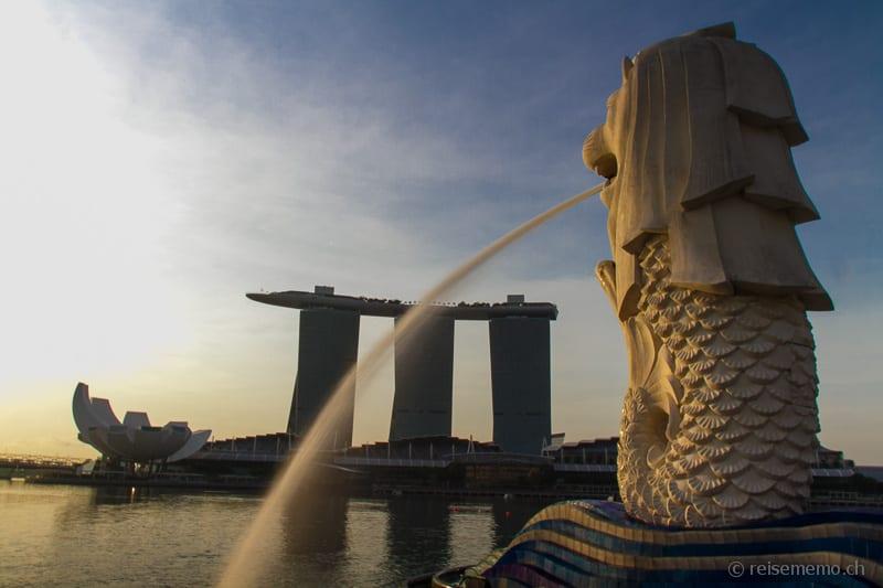 Merlion vis-à-vis des Marina Bay Sands Hotels
