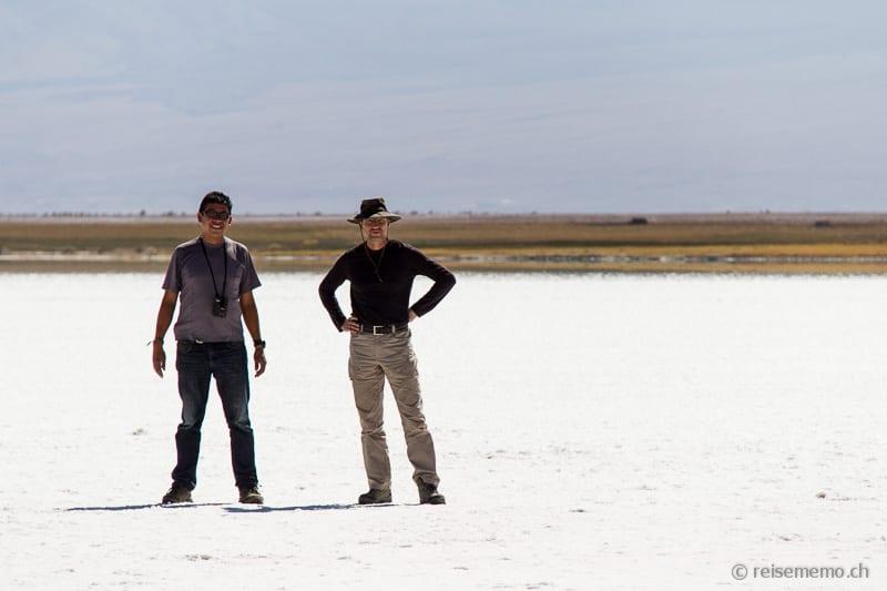Guide Jorge und Walter Schärer in einem Salar