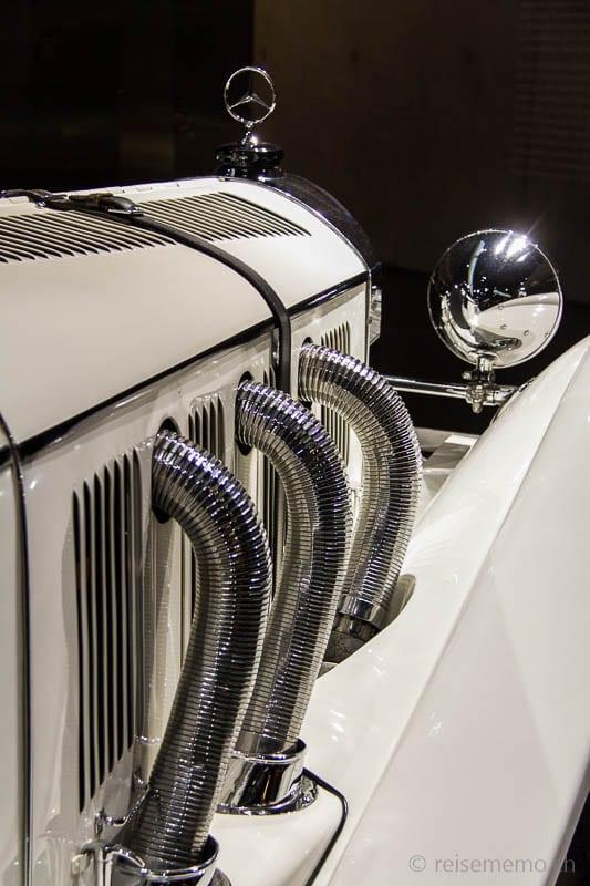 Mercedes-Stern und Auspuffanlage im Mercedes Benz Museum