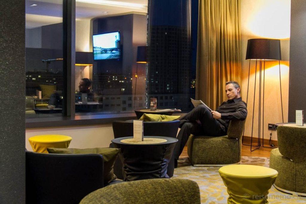 Walter in der Club Lounge des Sheraton Zürich