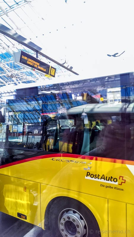 Postautostation Chur mit Postauto in Richtung Parpan, Valbella, Lenzerheide
