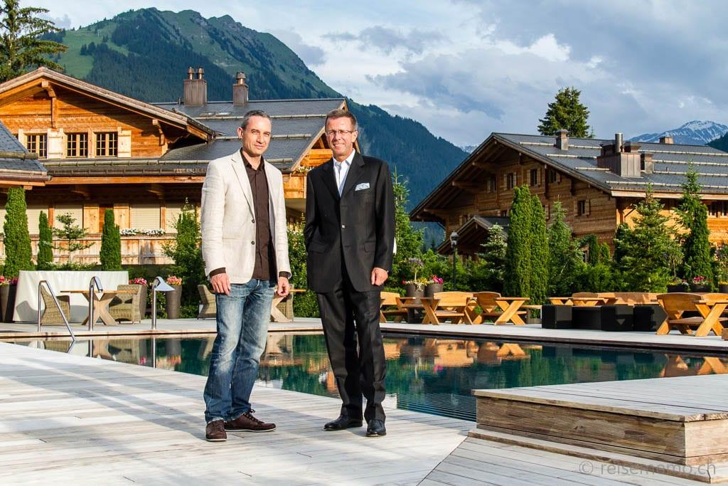 Walter mit Hoteldirektor Eric Favre