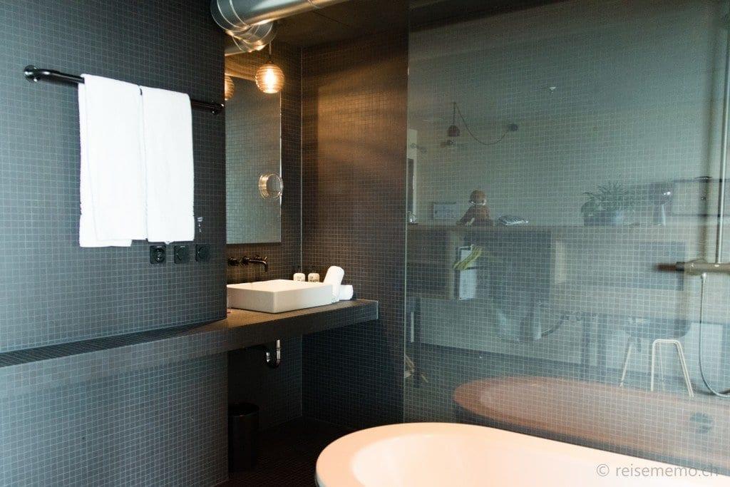 Badzimmer mit Badewanne