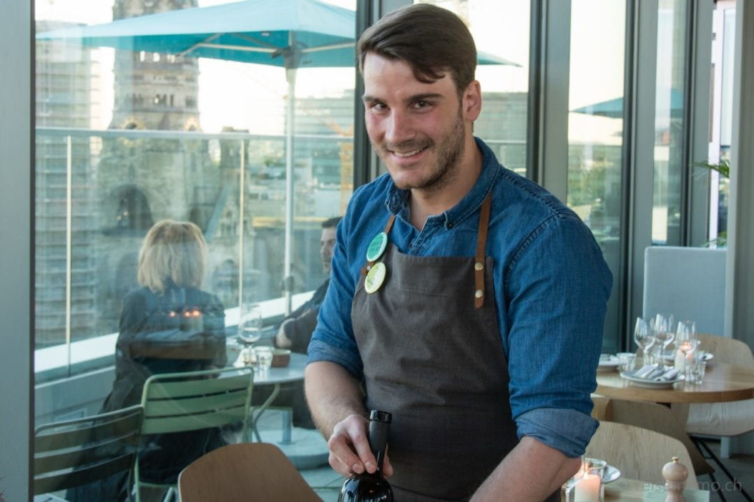 Kellner Nino im Restaurant Neni