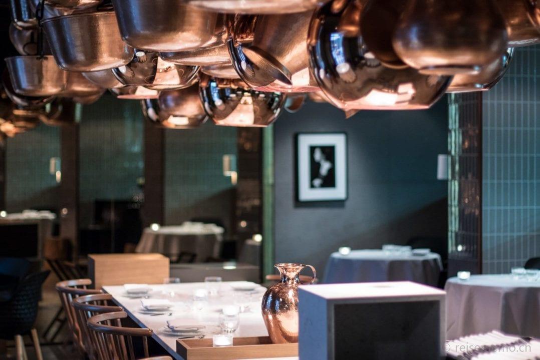 Paco Perez' Kochtöpfe im Restaurant Cinco des Hotels Das Stue