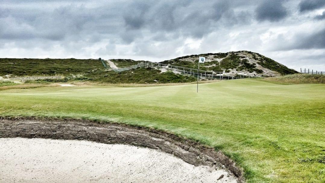 Sandbunker im Golfplatz Budersand in Sylt