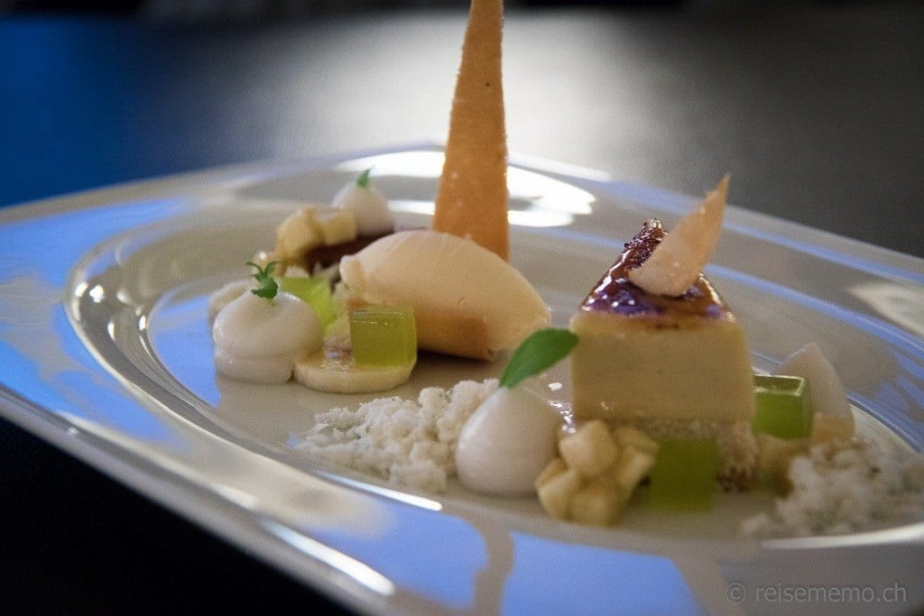 Käsekuchen, Bananen Chiboust mit Limetten, Kardamomgelée