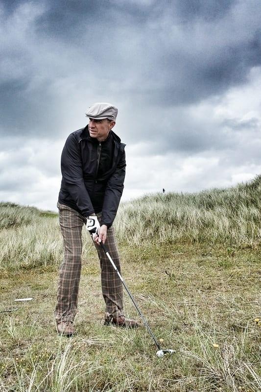 Walter Schärer im Semi-Rough des Golfplatzes Budersand