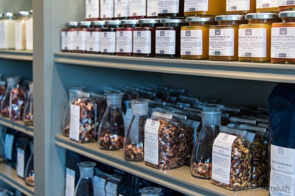Teeauswahl im Teekontor