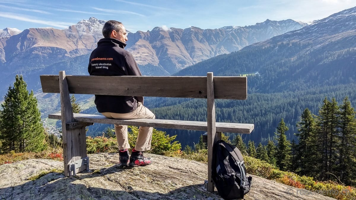 Walter geniesst das Valser Panorama