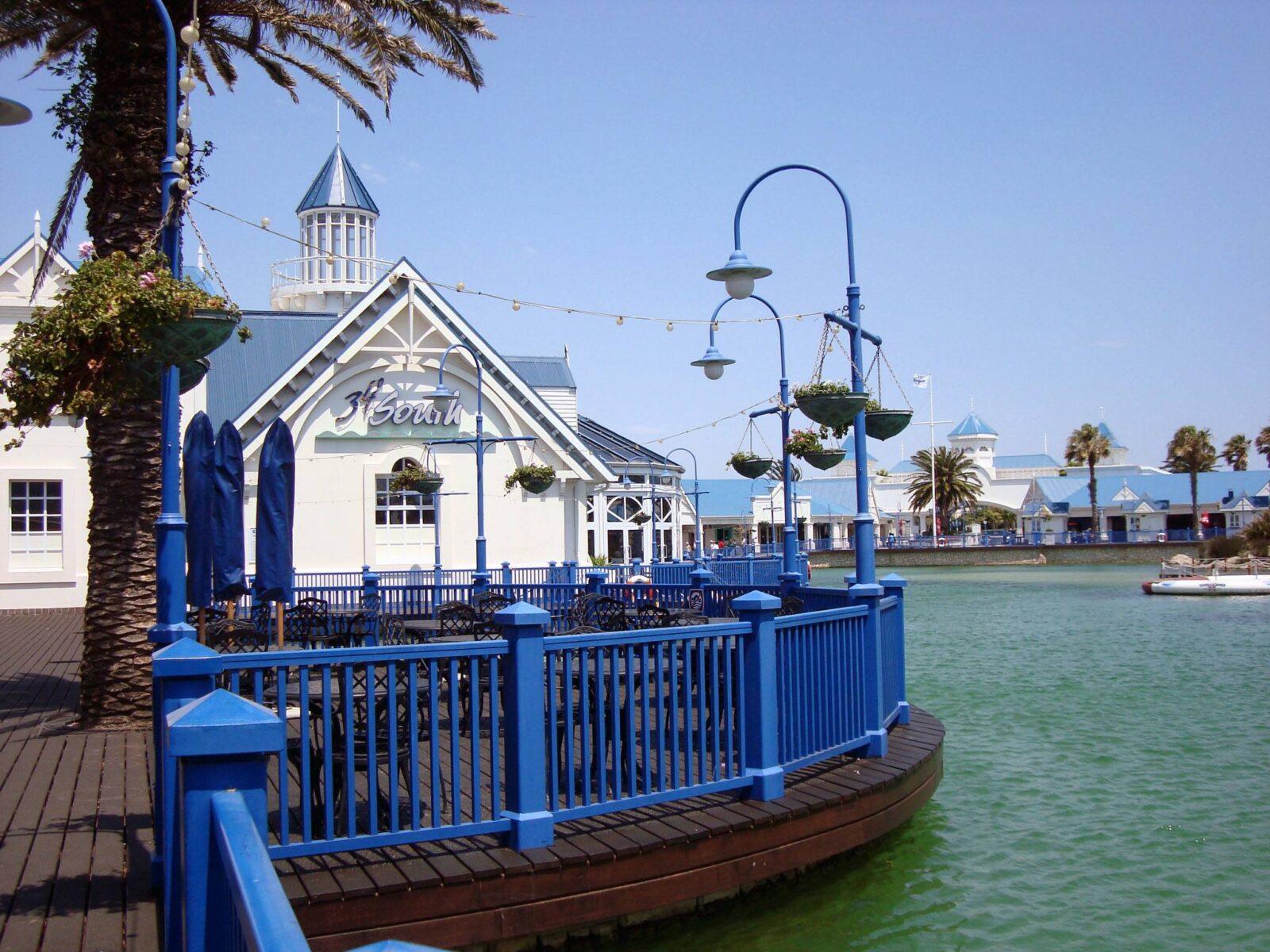 Boardwalk Unterhaltungskomplex mit künstlichem See