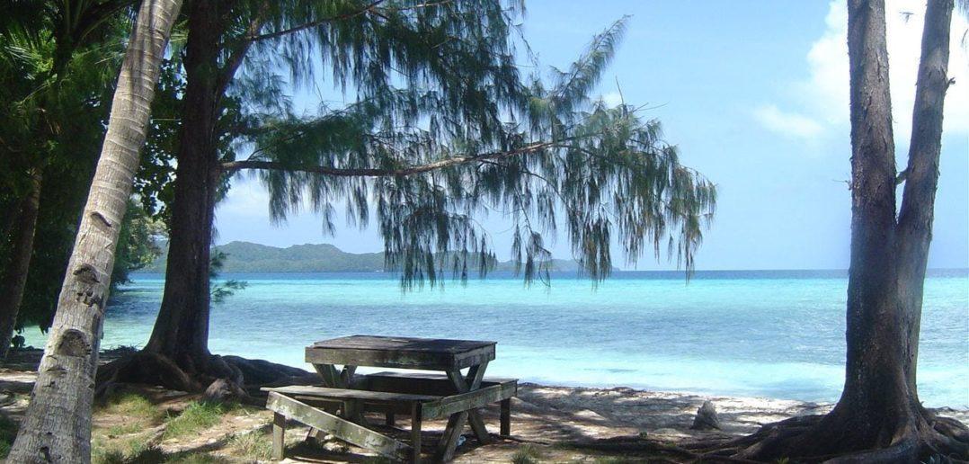 Parkbank in Palau auf Mikronesien