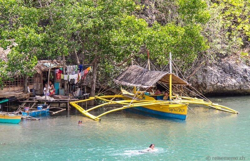 Stelzenhaus und Auslegerboot