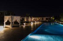 Himmelbett am Pool des Entre Cielos Boutique Hotels