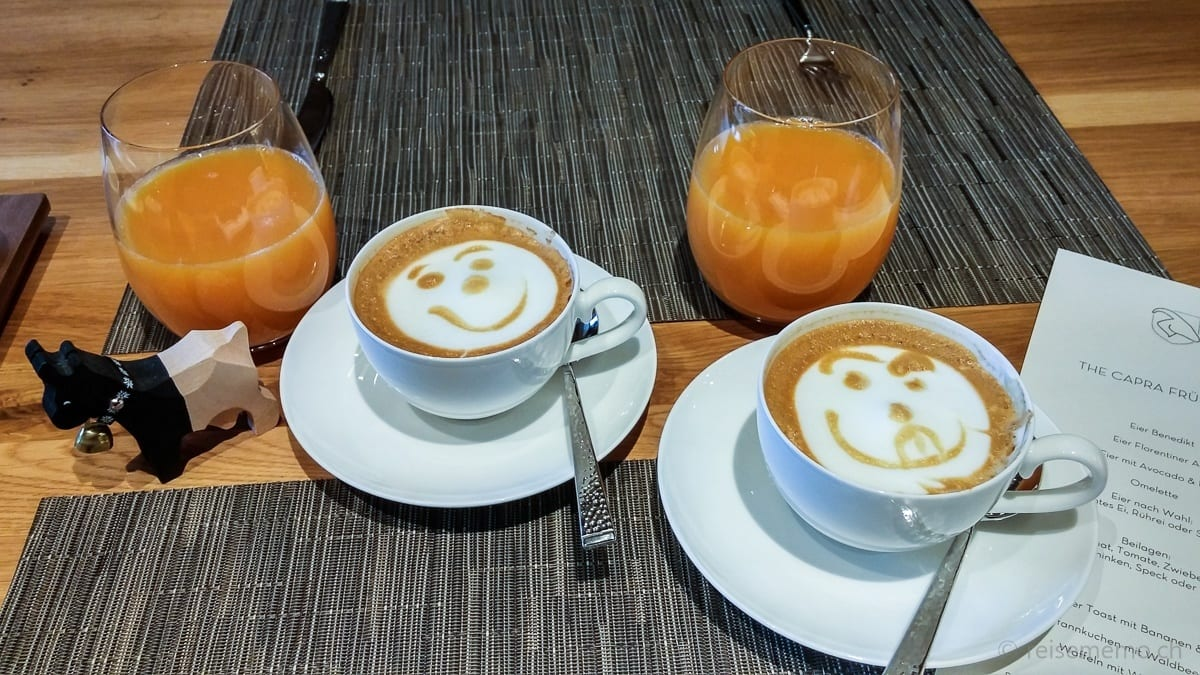 Cappuccino im The Capra Hotel Saas-Fee