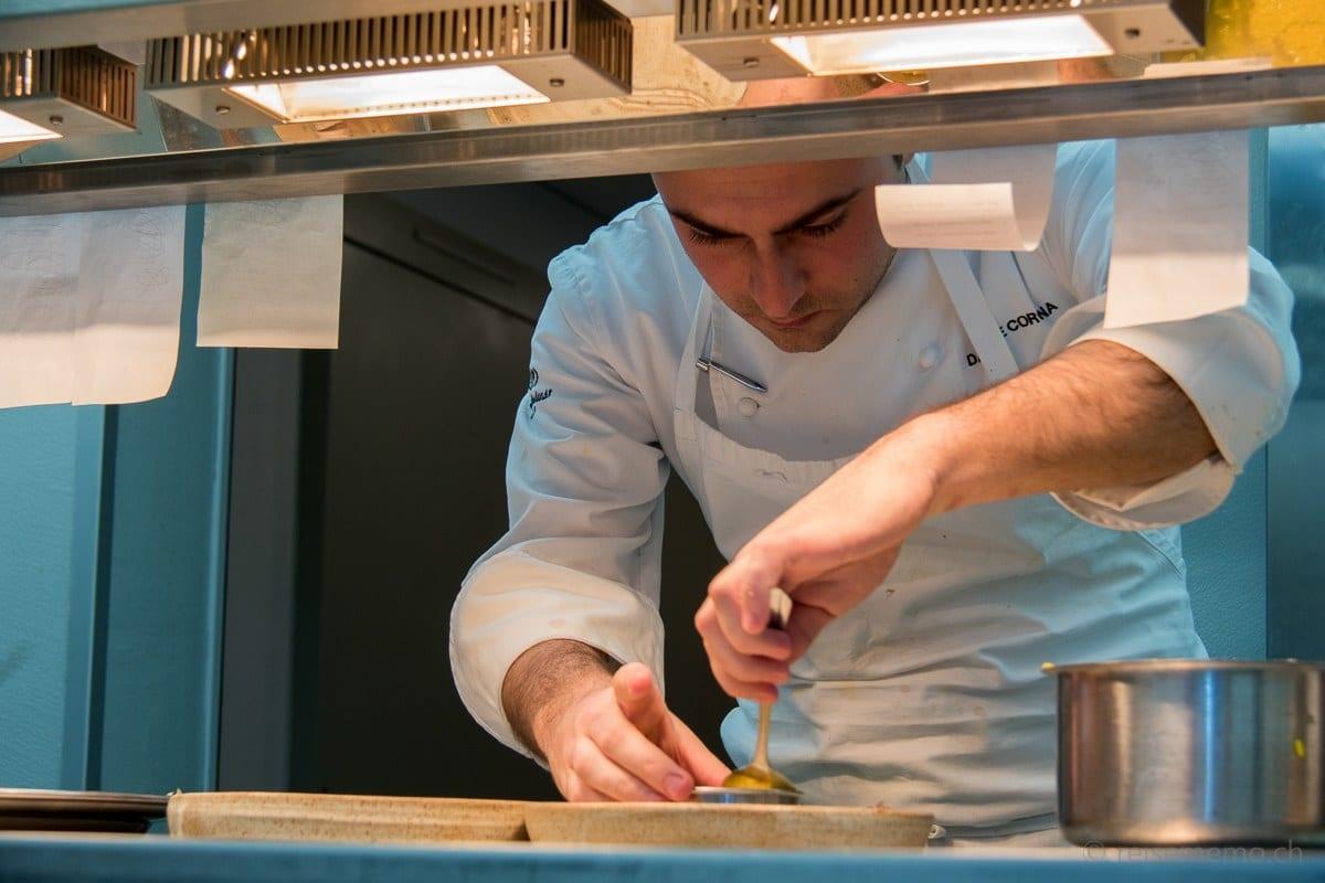 Sous-Chef Daniele Corona beim Anrichten