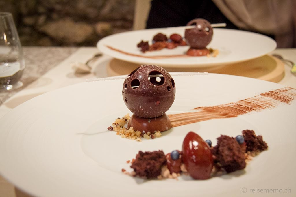 Schokoladen Mousse, Canache, Eis, Brownie und Schnee