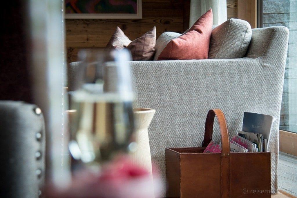 Sofa beim Cheminée
