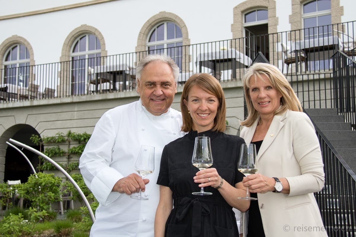 Chef August Minikus, Mylène Oquidan of Relais & Châteaux in the center and sommelière Luisa Minikus on the right